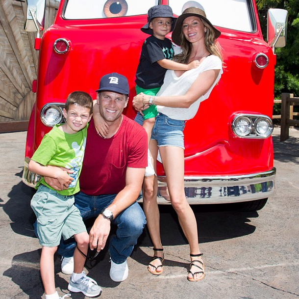 tom-brady-gisele-kids-disneyland